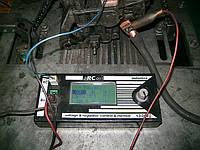 Приставка для проверки генераторов c COM, SIG, DFM, M, FR, P, D выходами и другими компьютерными подключениями. Эмитирует работу компьютера в автомобиле, управляет регуляторм напряжения и при этом показавает ошибки в его работе.