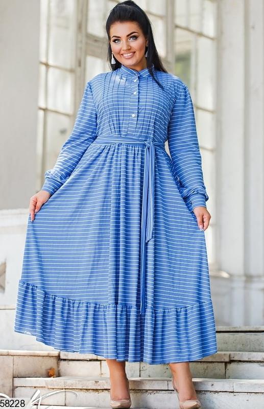 Женское платье больших размеров в пол голубое