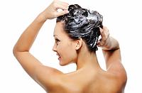 Как правильно мыть и ополаскивать волосы