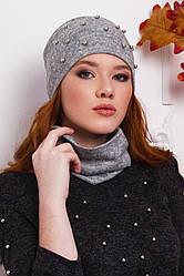 Женская шапка с жемчугом и снуд серого  цвета  от YuLiYa Chumachenko
