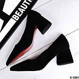 Элегантные черные женские туфли на каблуке. Замш и кожа. средний каблук, фото 3