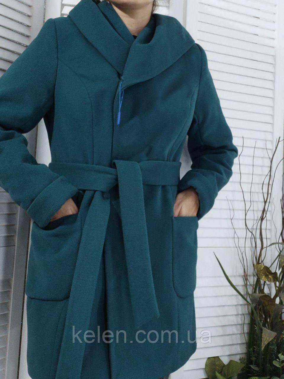 Женское пальто с капюшоном бутылочного цвета размер 48-50