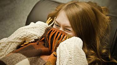 Плед можно так же использовать как покрывало для кровати, что придаст интерьеру спальни особый уют и защитит Вашу постель от бытовой пыли. По сравнению с одеялом плед более лёгкий, следовательно, его удобнее брать с собой на пикник.