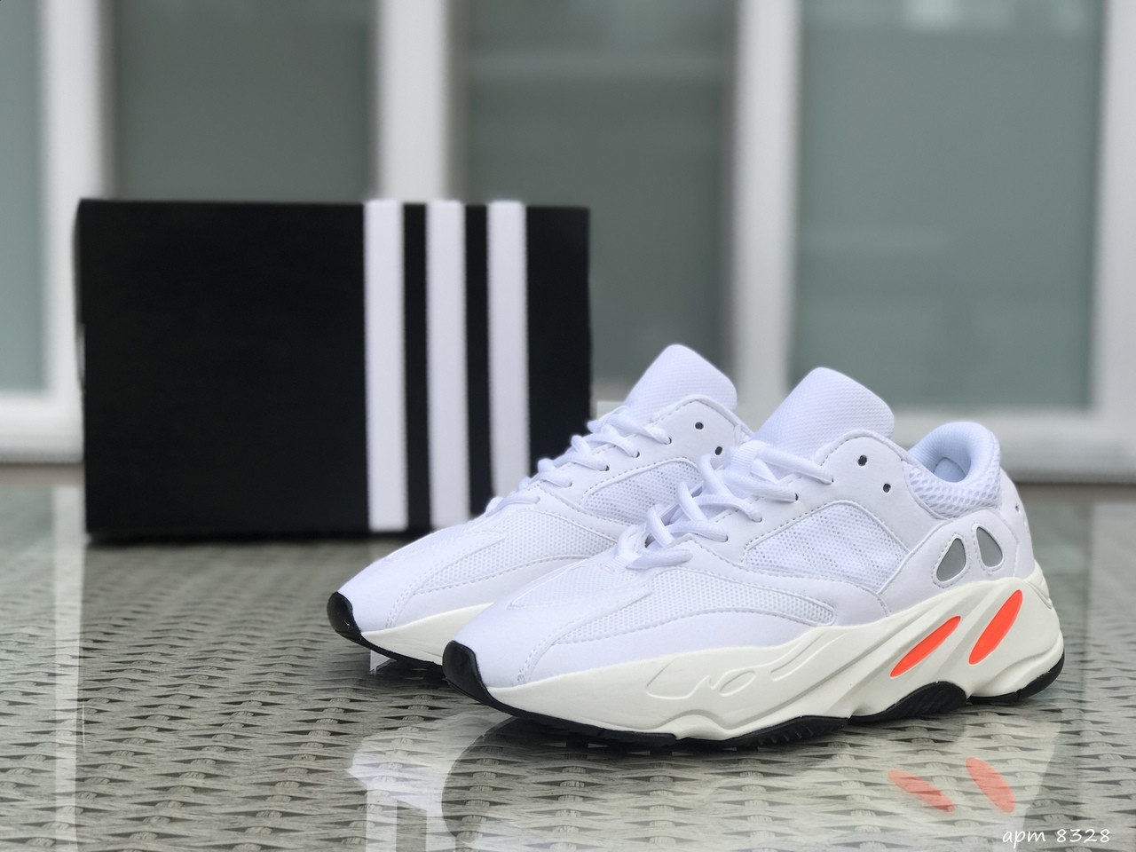 Кроссовки Adidas Yeezy Boost 700 (белые) Унисекс