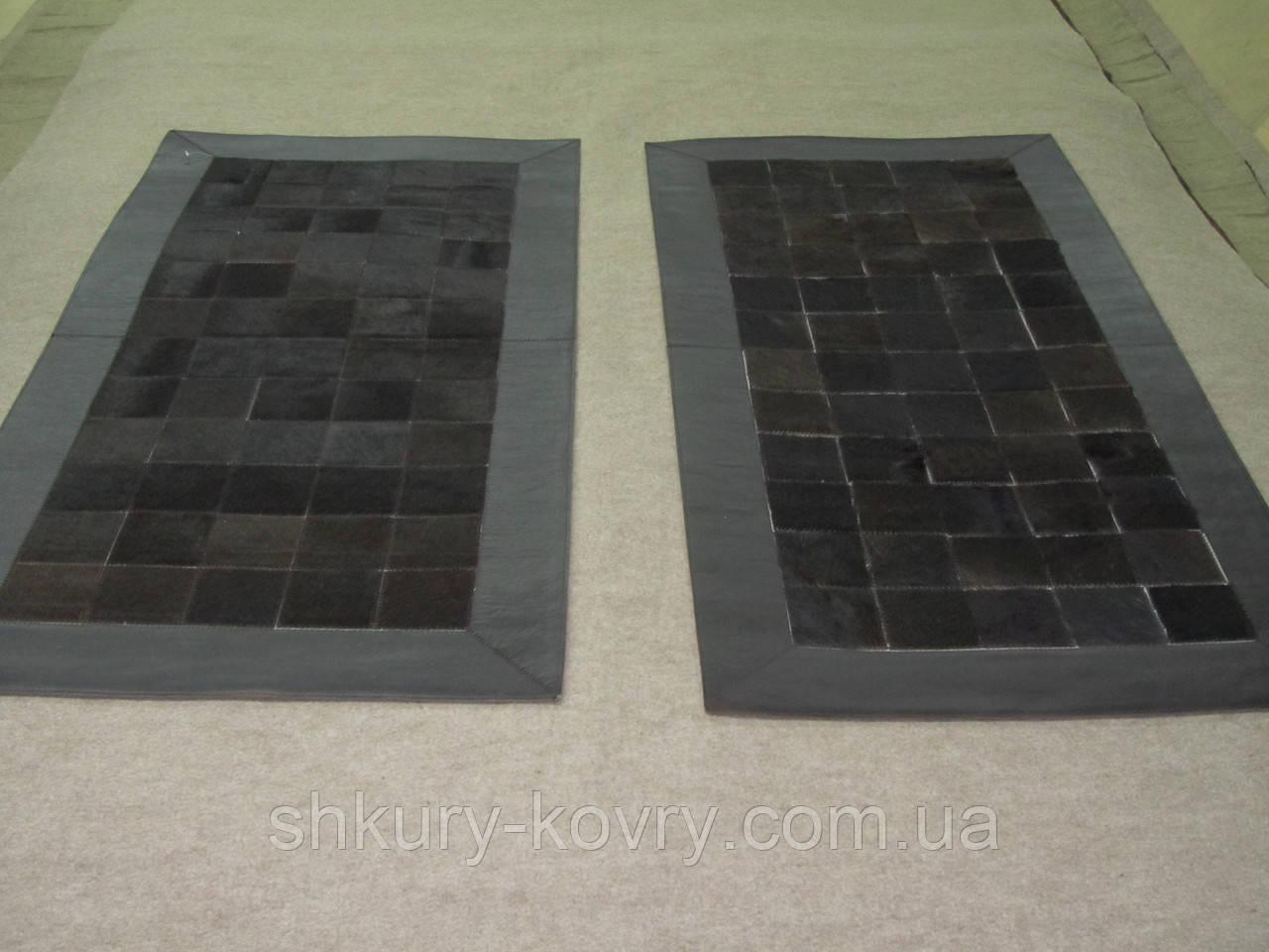 Комплект прикроватных ковриков из шкуры коровы черная с кожаным кантом