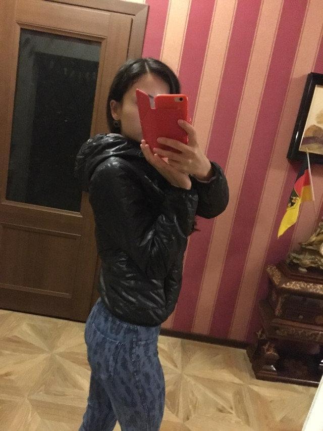 Лёгкая подростковая женская куртка с капюшоном на тонком синтепон Весна Осень