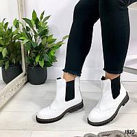 Белые ботинки челси сбоку на резинках, фото 1