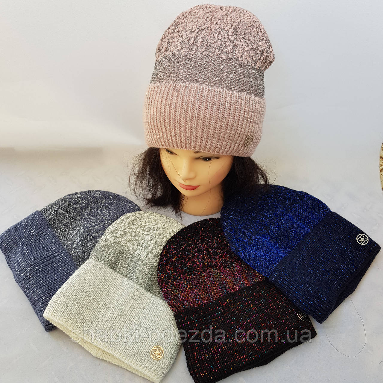 Молодежная вязаная шапка для девочки на флисе   ( Иней )