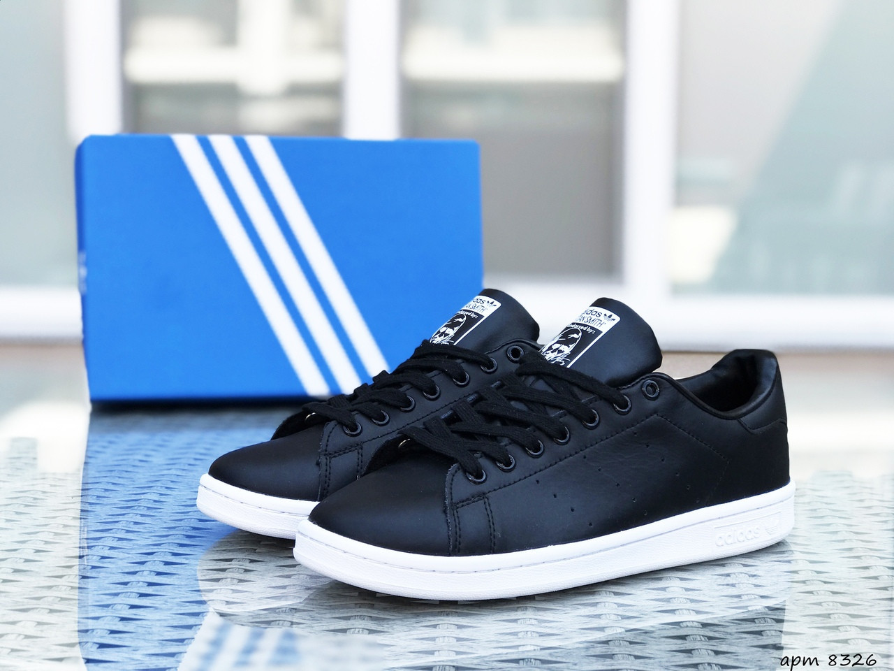 Женские кроссовки Adidas Stan Smith (черно-белые)