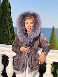 Серая куртка парка с натуральным мехом чернобурки на капюшоне, фото 3