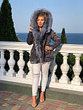 Серая куртка парка с натуральным мехом чернобурки на капюшоне, фото 2