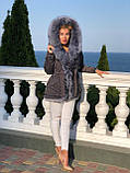 Серая куртка парка с натуральным мехом чернобурки на капюшоне, фото 4