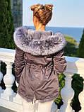 Серая куртка парка с натуральным мехом чернобурки на капюшоне, фото 6
