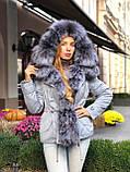 Серая куртка парка с натуральным мехом чернобурки на капюшоне, фото 10