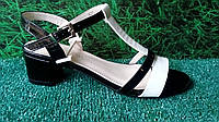 Женские классические лаковые босоножки на широком каблуке