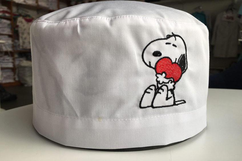 Медицинская шапочка с вышивкой