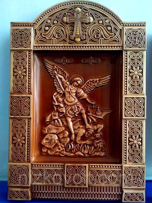 Резная икона из дерева Архангел Михаил 400х275х36 мм