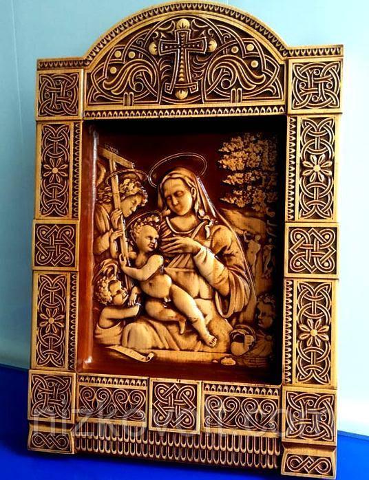 """Резная картина (панно) """"Мадонна с младенцем"""" 400х275х36 мм"""