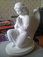 Скульптура ангелов на могилу из бетона. Ангелок из бетона 40 см