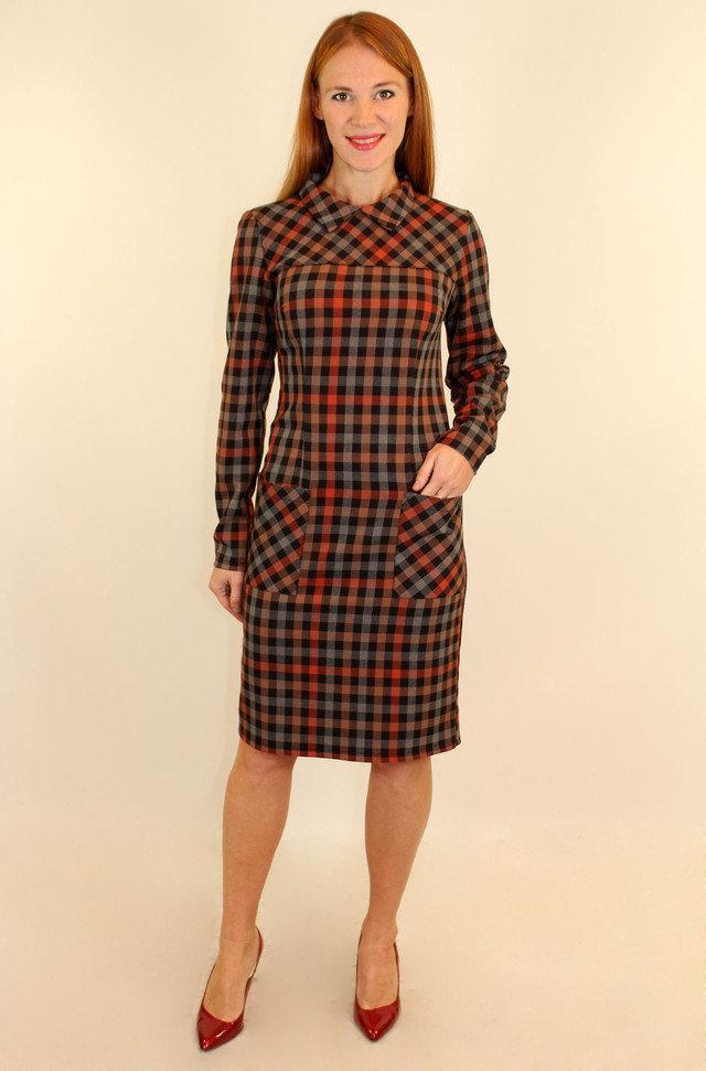 Платье-футляр в клетку с карманами и воротником 44-50 р ( разные цвета )