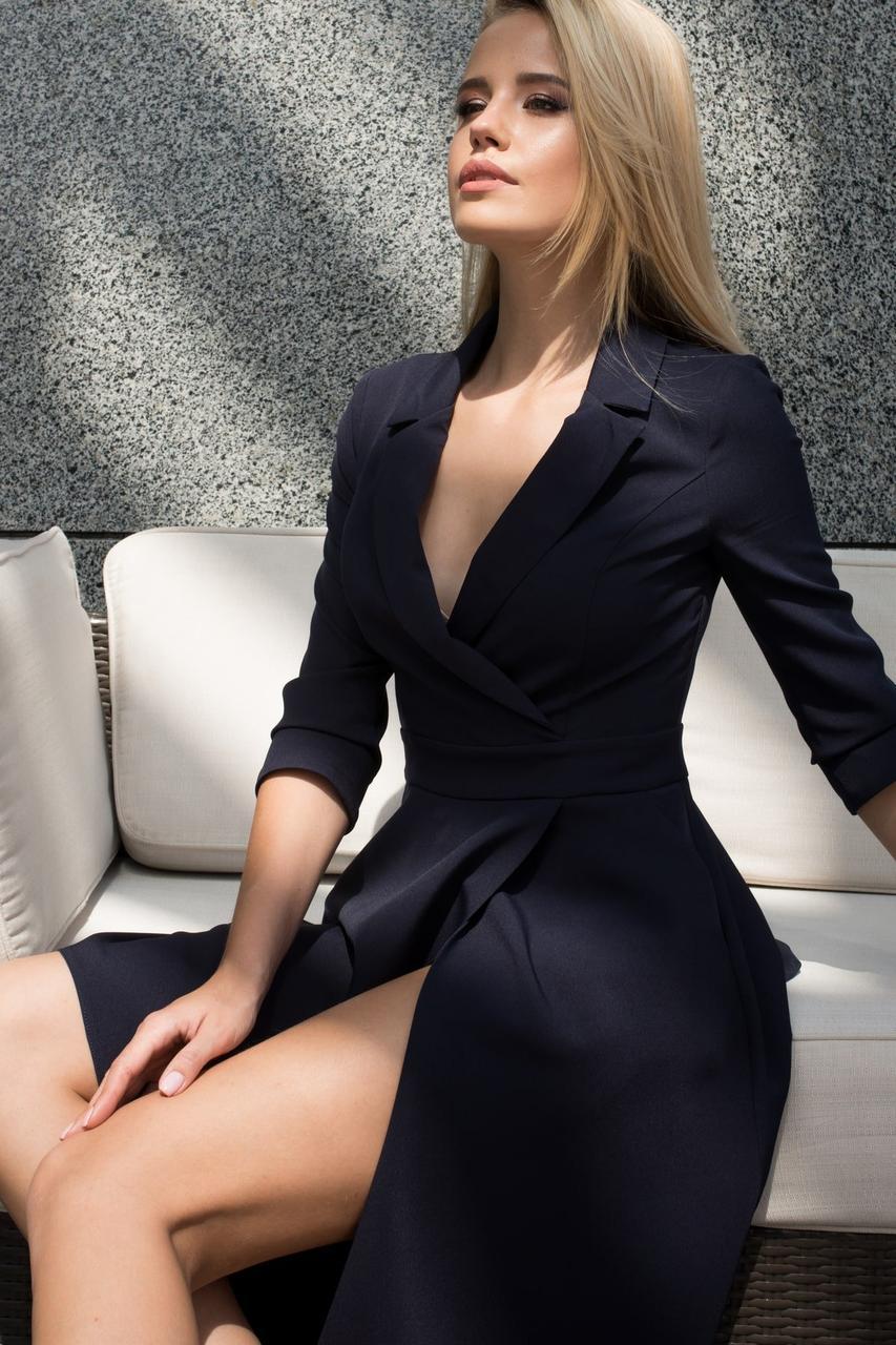 Деловое платье выше колен рукав три четверти  цвет темно-синий