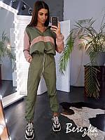 Спортивный женский костюм из плащевки с худи с молнией на груди и манжетами на штанах 6605738Е