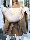 Бежевая куртка парка с натуральным мехом белой арктической лисы на капюшоне, фото 4