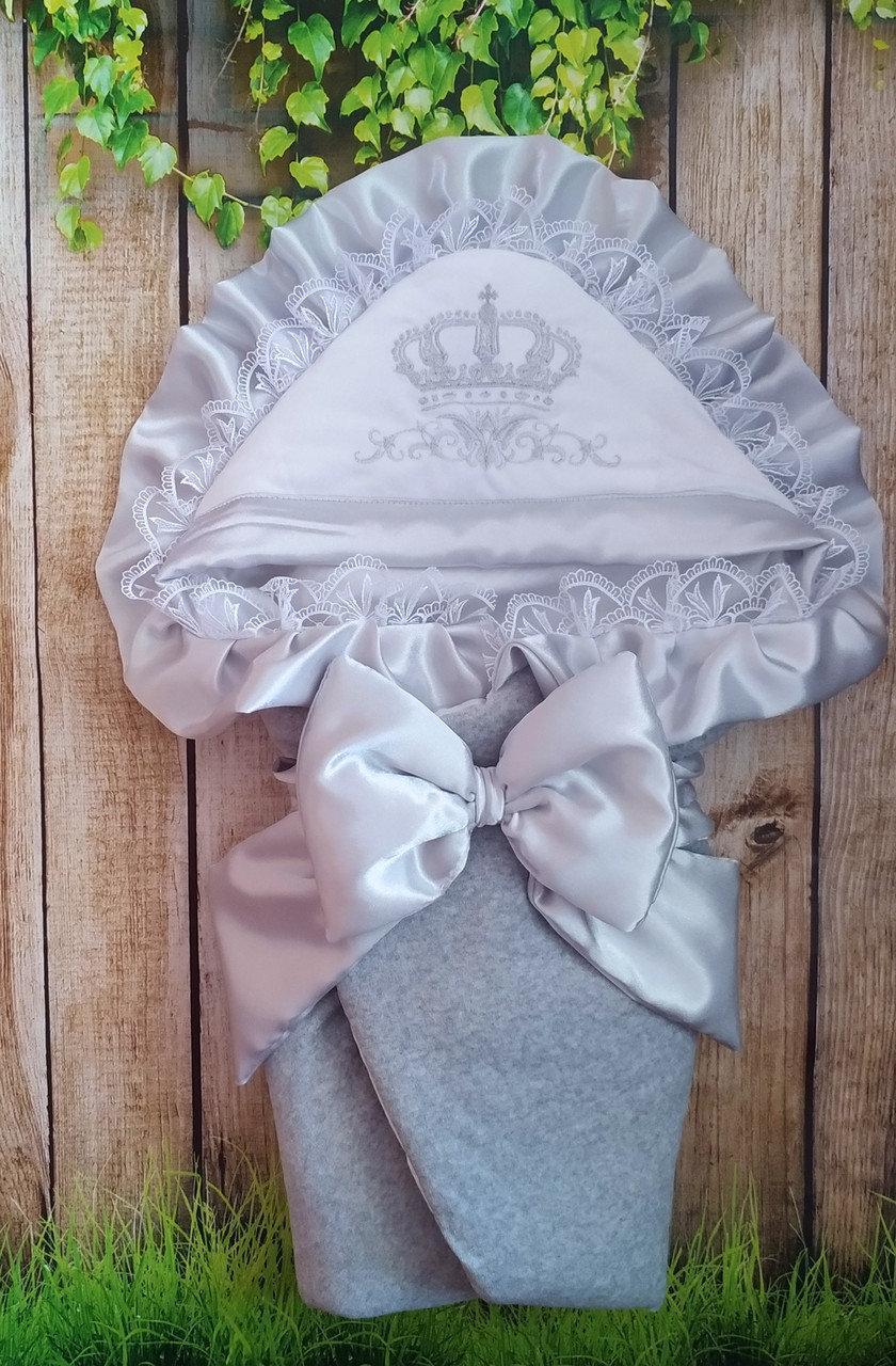 Серый  велюровый конверт на выписку с итальянским кружевом, вышивкой и рюшами Корона