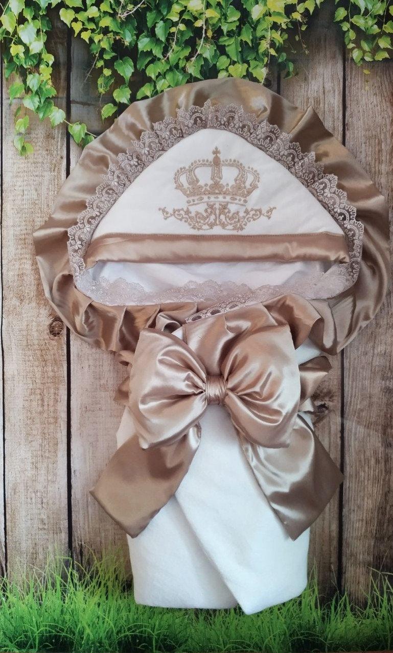 Красивый  конверт на выписку с итальянским кружевом, вышивкой и рюшами