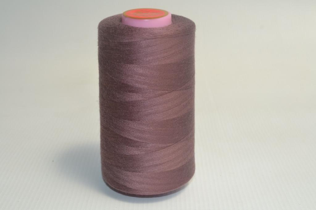 Швейные нитки разных цветов 1020