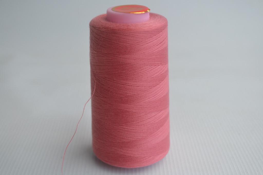 Швейные нитки разных цветов 1029