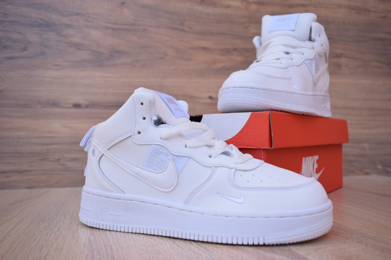 Кроссовки Nike Air Force 1 Mid LV8 белые зимние, на меху, проошиты