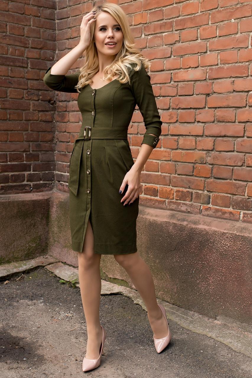 Деловое платье на каждый день  с пуговицами и поясом цвет хаки
