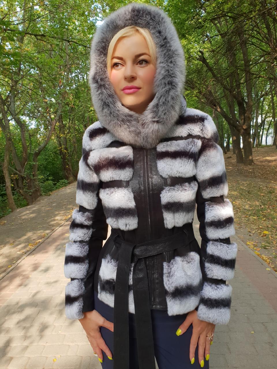 Короткая меховая куртка с капюшоном