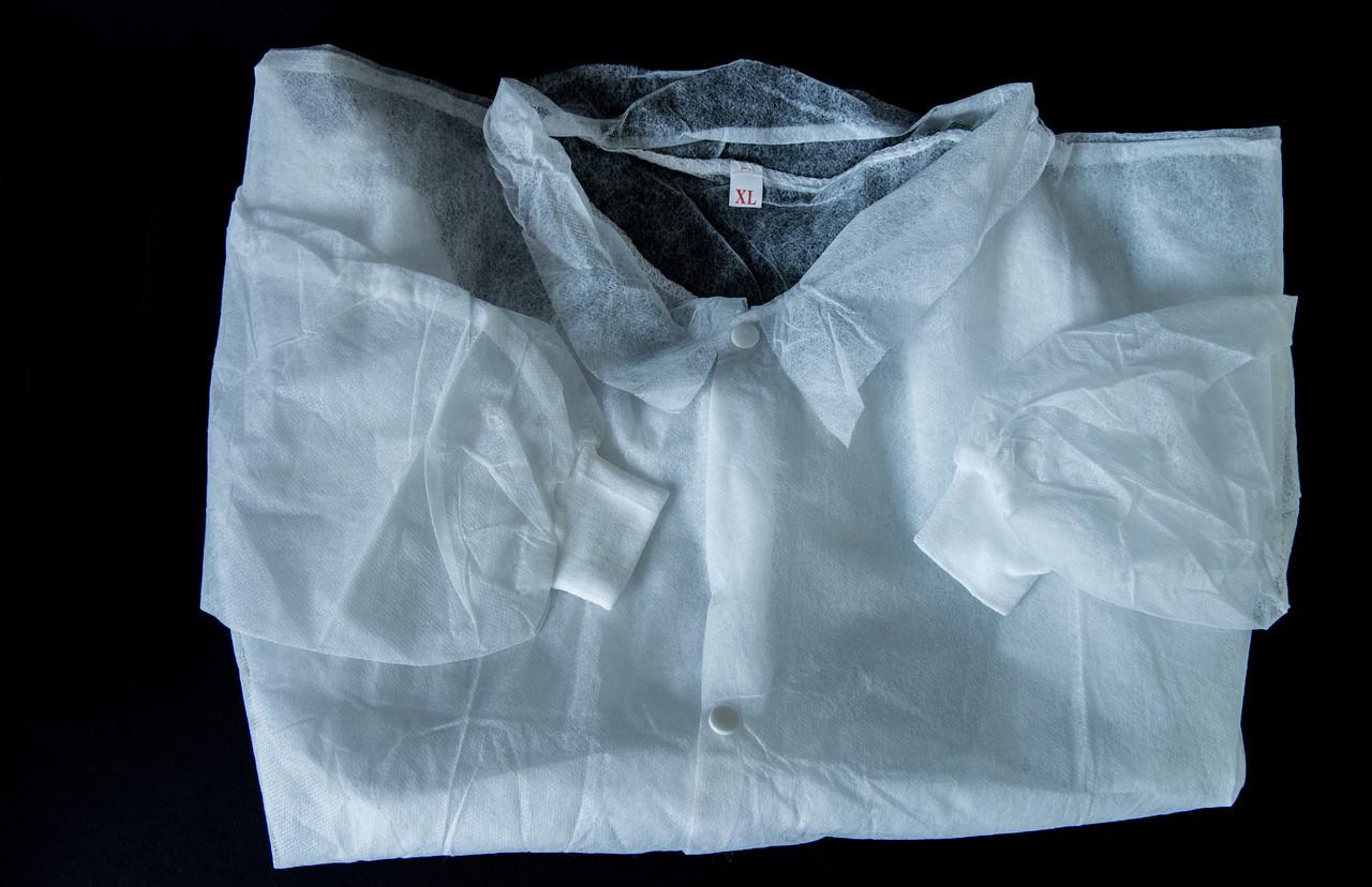 Халат одноразовый (на завязках) белый