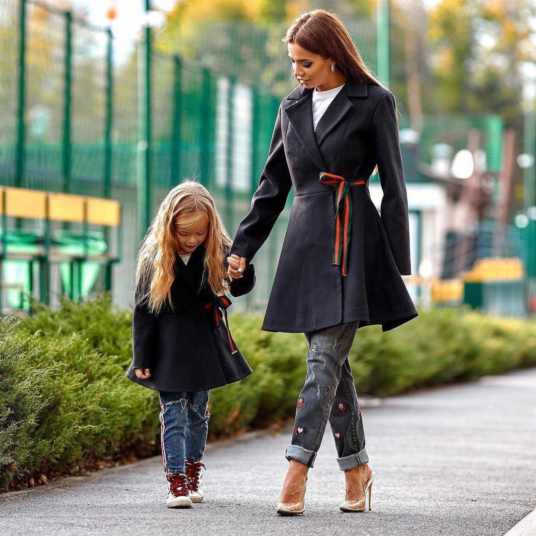 Весеннее детское пальто Family Look черное