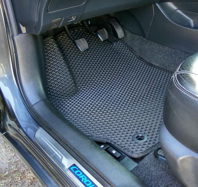 Наши коврики EVA в салоне Toyota Corolla '13-18