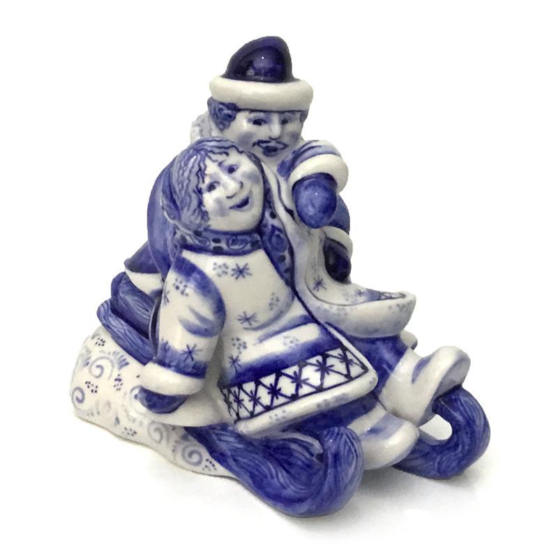 Статуэтка из керамики Катание на санях роспись гжель