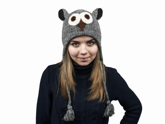 Красивая вязаная детская шапка Сова темно-серая из натуральной шерсти