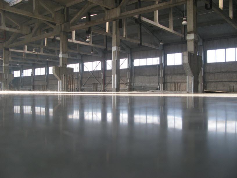 Устройство промышленных бетонных полов с упрочненным слоем - топпингом