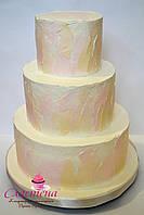 Кремовый свадебный торт цвета айвори