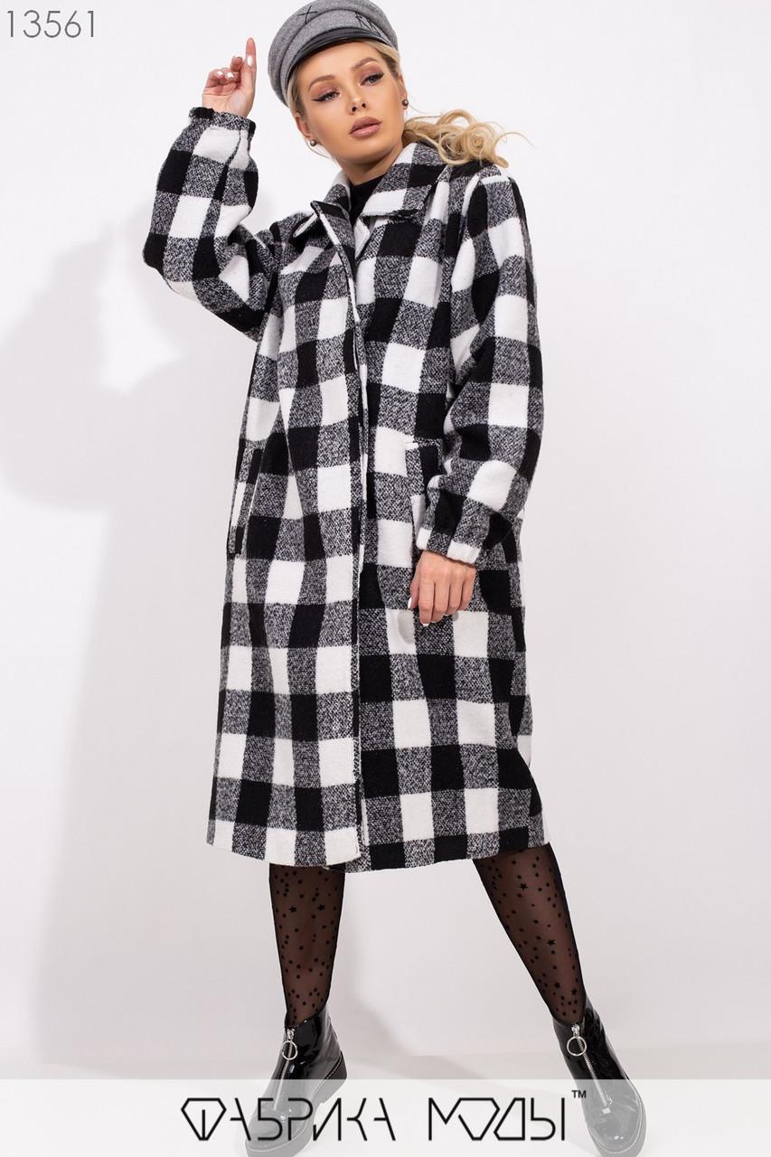 Фактурное пальто свободного кроя на подкладе с лацканами на скрытых пуговицах, прорезными карманами и кожаным поясом в комплекте 13562