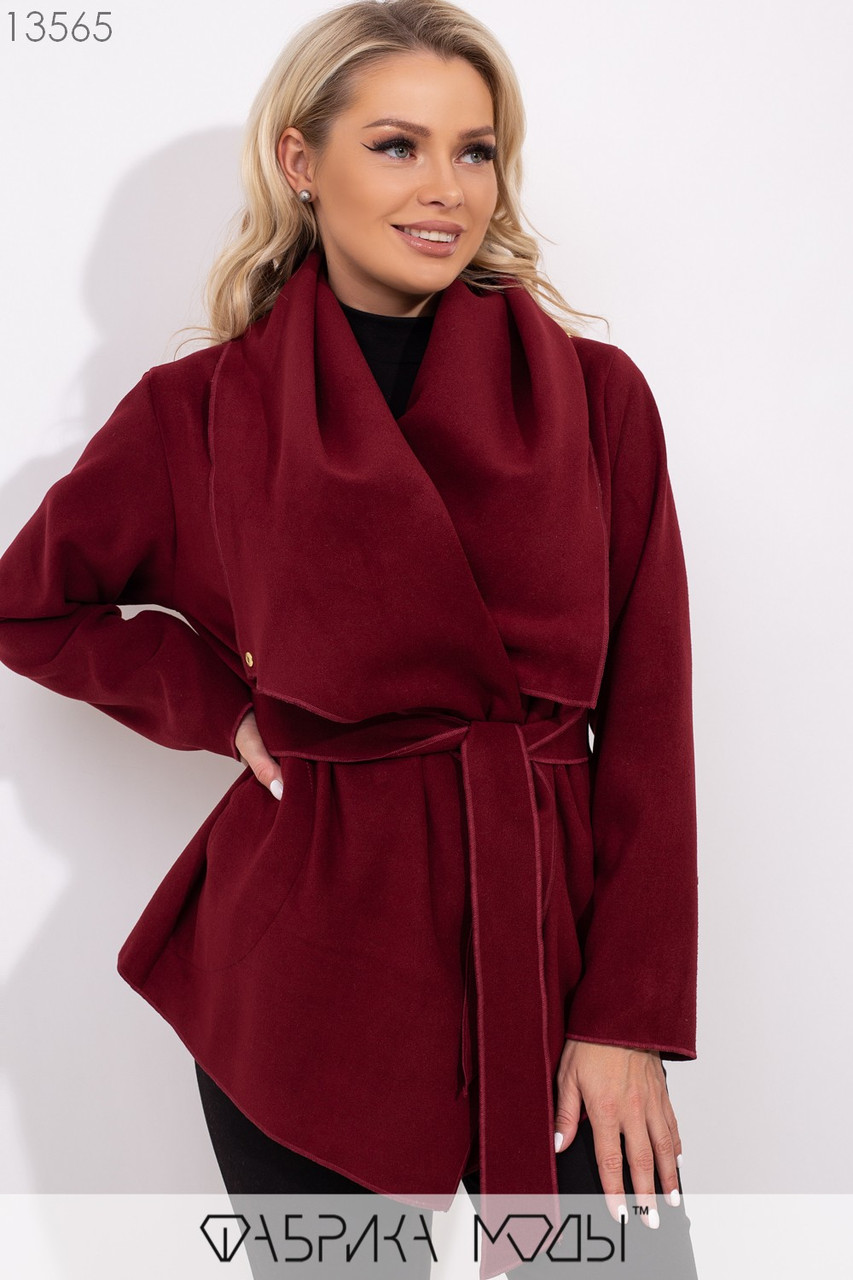 Короткое пальто-разлетайка с капюшоном, прорезными карманами и съемным поясом 13565