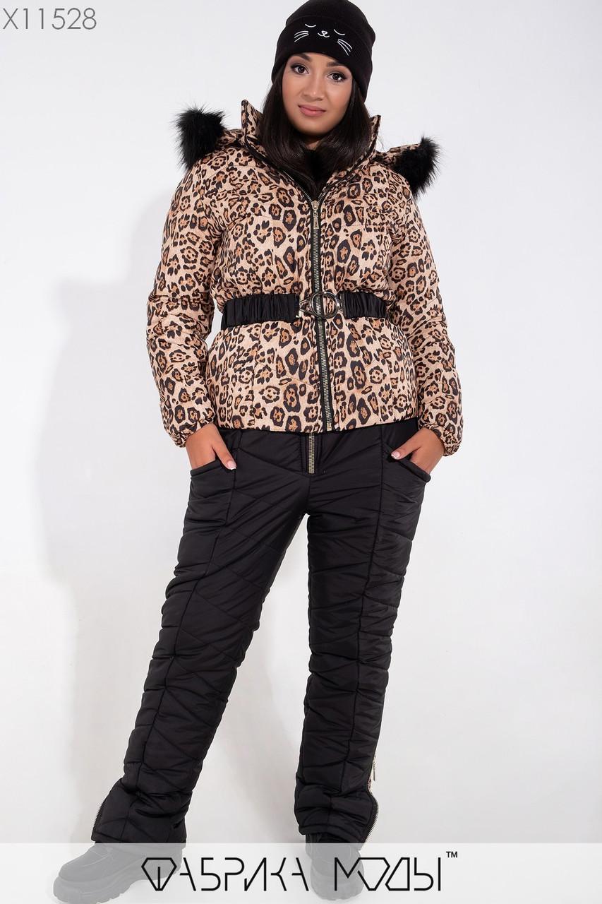 Зимний леопардовый костюм с курткой прямого кроя со съемным капюшоном c опушкой из эко меха, поясом и наладными карманами, брюками на молнии X11528