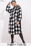 Фактурное пальто свободного кроя на подкладе с лацканами на скрытых пуговицах, прорезными карманами и кожаным поясом в комплекте 13561