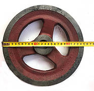 Шкив диаметром 250 мм. вал 30 мм. ремень А,В (чугун)