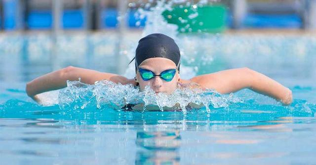 Шапочки для плавания и бассейна