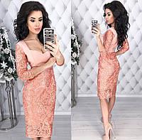 Женское коктейльное платье из костюмной ткани и отделкой из гипюра