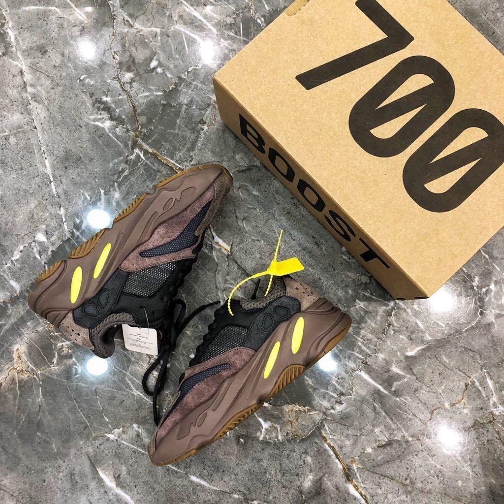Кроссовки Yeezy 700 женские