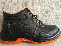 Ботинки рабочие с металлическим подноском.
